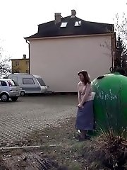 15 pictures - Flexibility is key in this public pissing scene