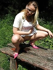 16 pictures - Prankish teen candy pisses all over the park bench