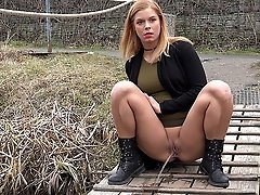 0  - Gorgeous babe Chrissy Fox is desperate to pee